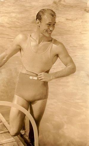 История купальника: как менялись мужской и женския купальный костюм