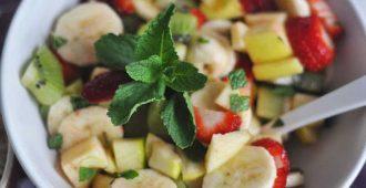 Фруктово-клубничный салат