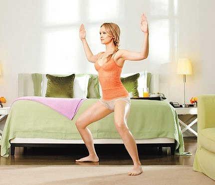 Упражнения для утренней зарядки женщинам в картинках