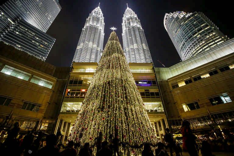 Елка в малайзии