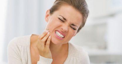 Что делать, если опухли десны и кровоточат