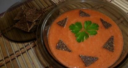Гаспачо— холодный суп с бородинскими сухариками