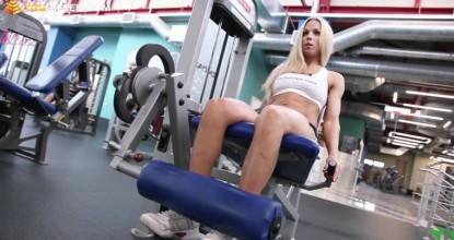 Пример круговой тренировки в тренажерном зале на ноги  для девушек