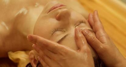 Омолаживающий аюрведический ойл массаж лица