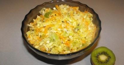 Вкусный салат с киви и капустой по рецепту сыроедов
