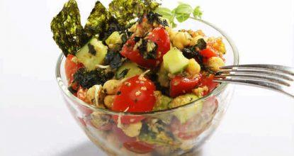 Вкусный, полезный и необычный салат— черри, авокадо и нори