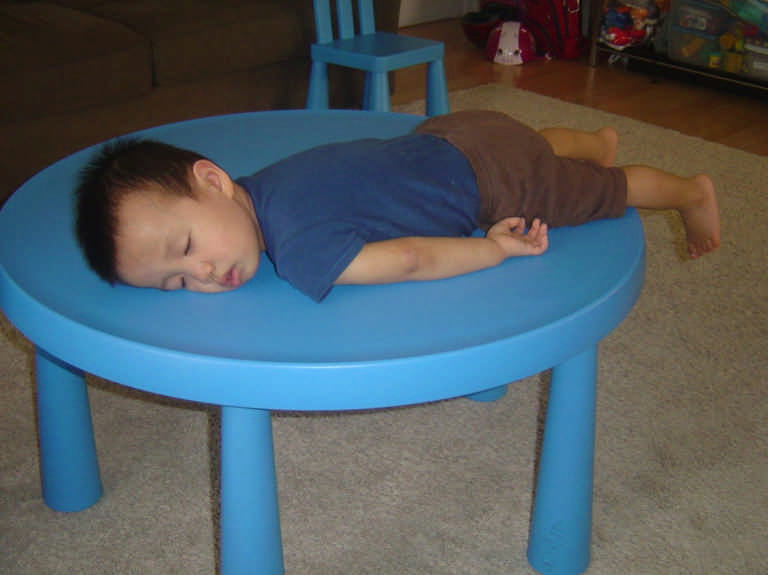 Фото спящих детей: дети, которые уснули как попало