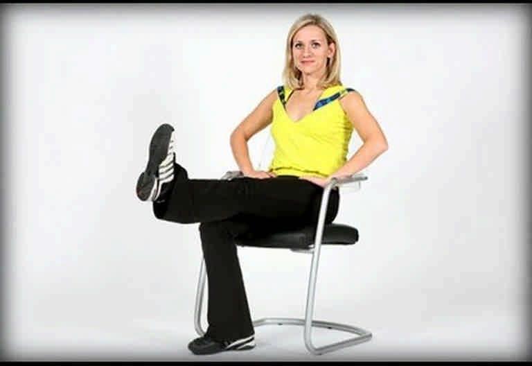 Утренняя гимнастика для женщин, которым недосуг ходить на фитнес