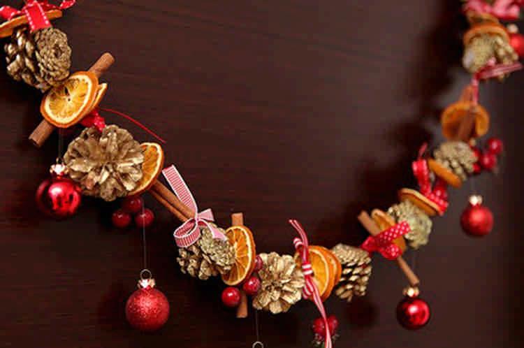 Как украсить дом на Новый год своими руками из подручных средств