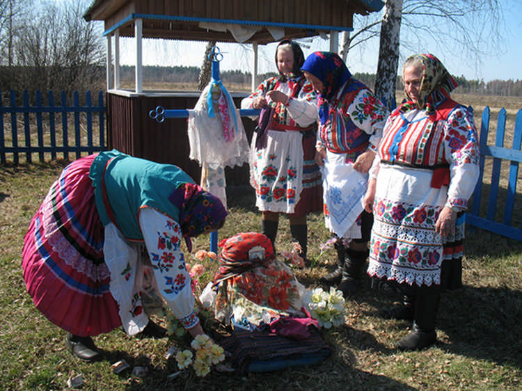 Традиции на Радуницу