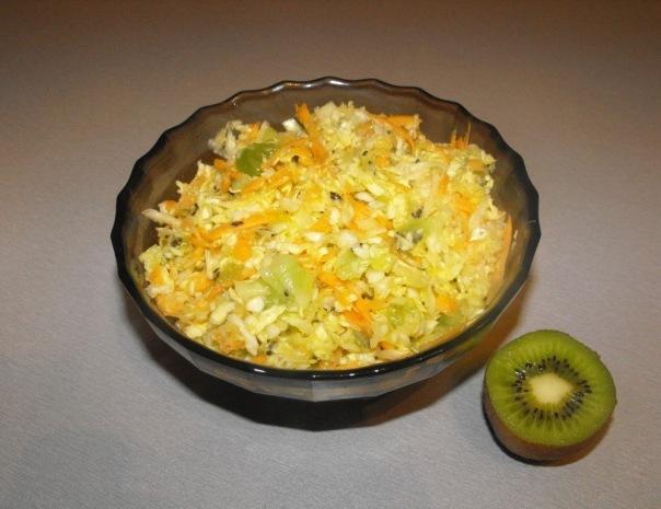салат из капусты с киви