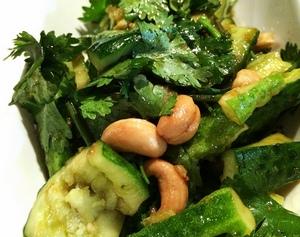Салат из огурцов с кешью