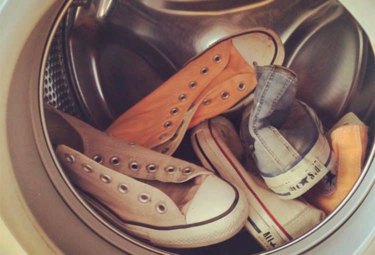 Как избавиься от запаха обуви