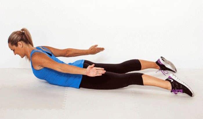 Упражнения на пресс в спортзале для женщин
