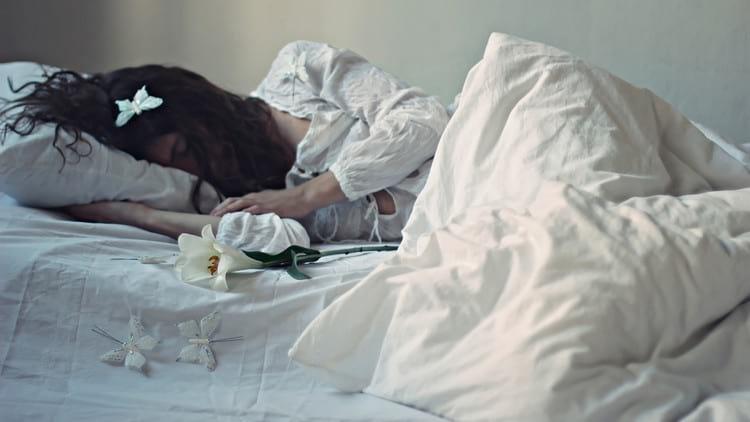 Пьяный покойник в ипостаси отца нетрезв во сне настолько, что еле держится на ногах?