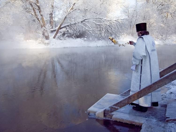 В каких случаях и как нужно пить святую воду