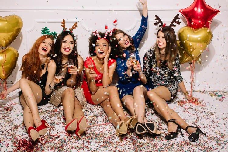 Как встретить знакам Зодиака Новый год: стрельцам зеленое, козерогам - шоколадное...
