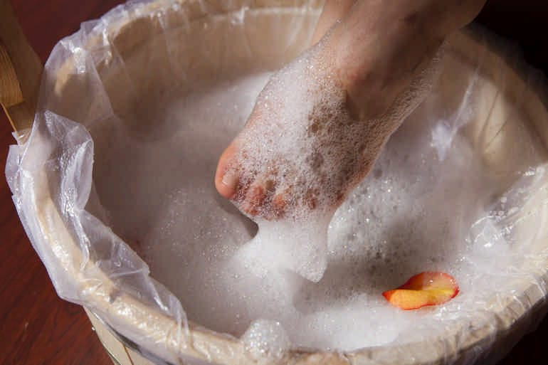 применение хозяйственного мыла ванночки
