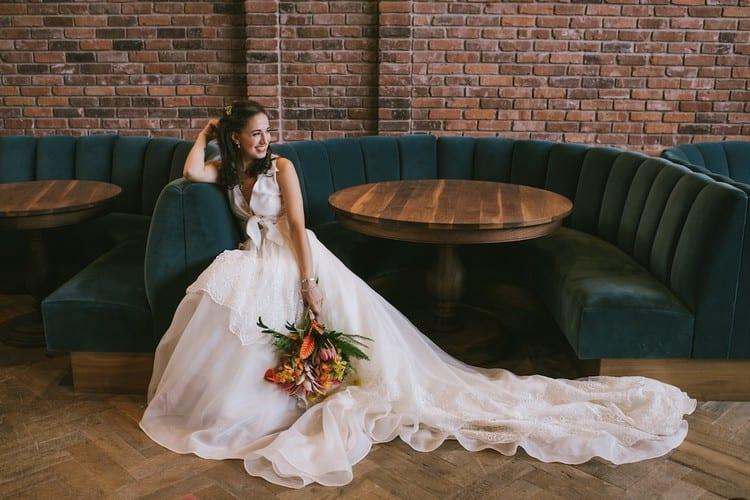 знакомства на свадьбе примета