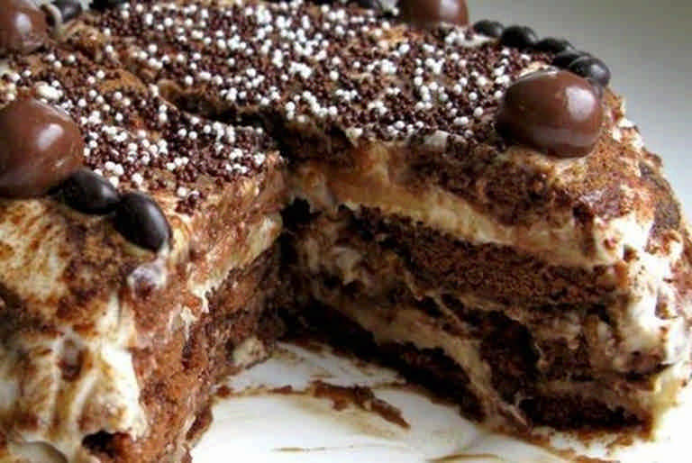 Шоколадно сметанный торт с бананами рецепт