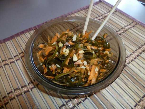 Салат из морской капусты и кедровых орешков