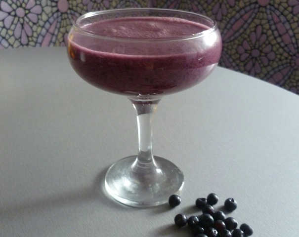 Клубнично-черничный коктейль