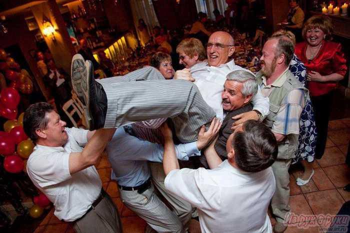 Как провести юбилей мужчины дома или в ресторане без тамады