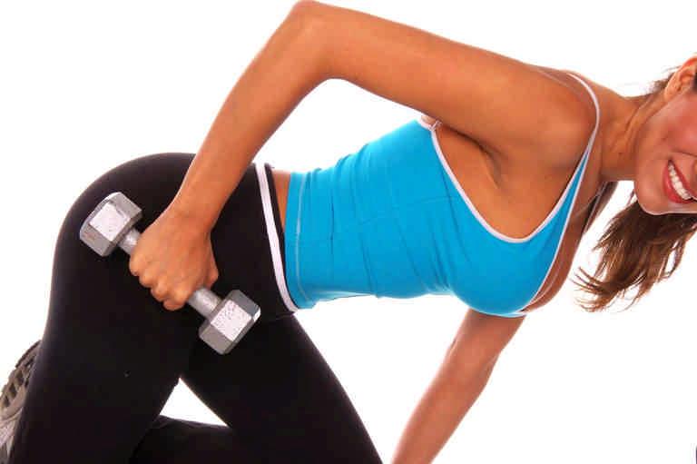 упражнения на трицепс для женщин с гантелями