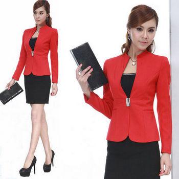 Красный деловой костюм с юбкой
