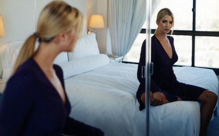Почему нельзя смотреть в зеркало: приметы и поверья