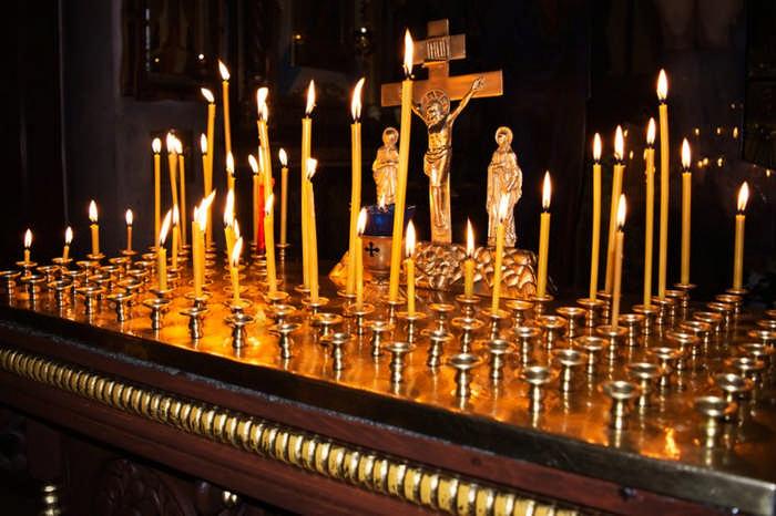 Какие, где и как ставить свечи за упокой: ответы на вопросы верующих