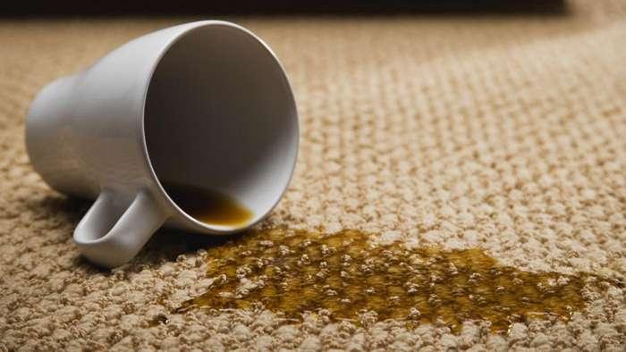Как вывести пятна от чая и кофе с одежды и мебели