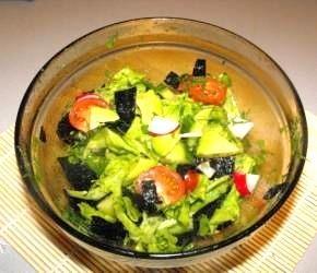 салат с авокадо и нори