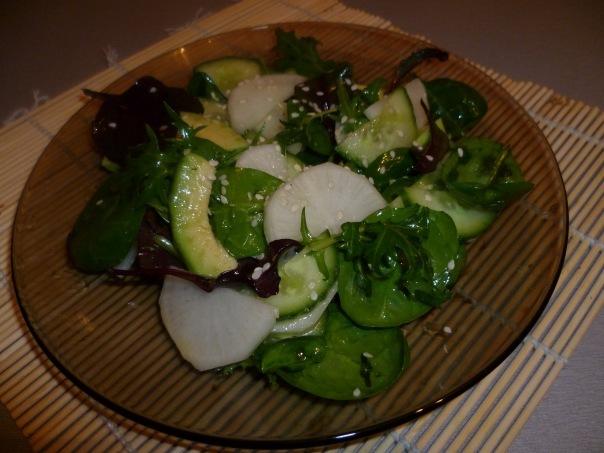 Салат с дайконом и кунжутом.