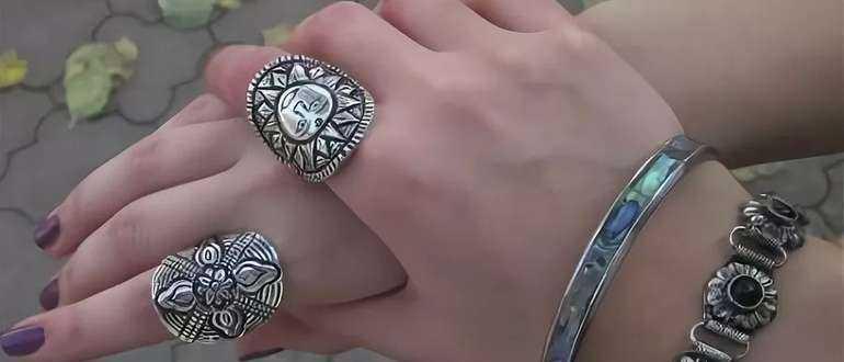 Что означает кольцо на указательном пальце