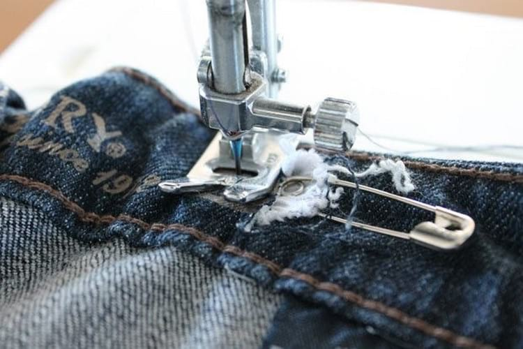 как ушить джинсы в поясе