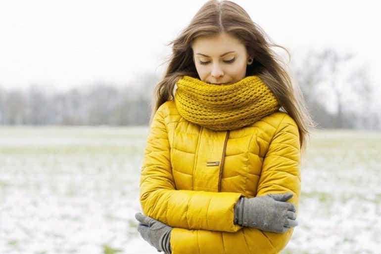 Как постирать куртку на синтепоне в стиральной машине и вручную
