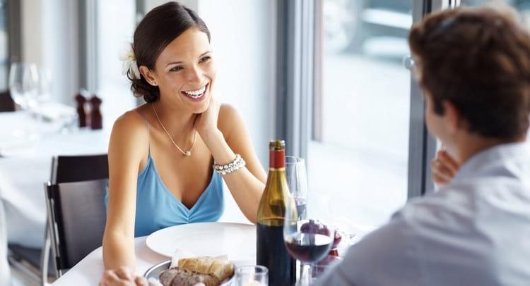 Правила этикета в ресторане для мужчины и женщины: кто заказывает, кто платит, поведение за столом