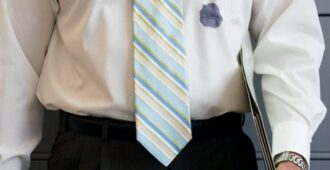 Чем отстирать чернила от ручки на рубашке, куртке, сумке