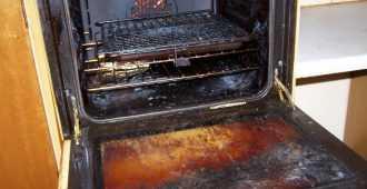 Полезные советы: как легко очистить духовку от жира