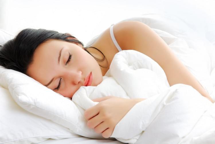 в какую сторону нужно спать головой