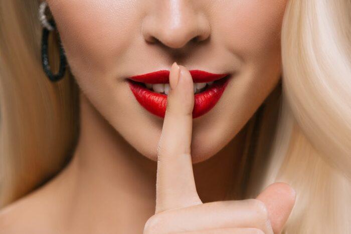 губы девушки