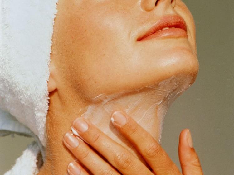 Как убрать морщины на шее в домашних условиях и в салоне красоты