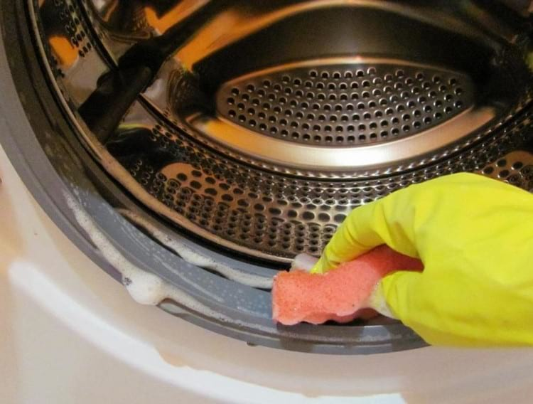 Как устранить запах в стиральной машине в домашних условиях