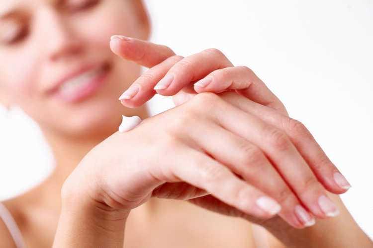 Проверенные способы, как отбелить руки, ногти и волосы на руках в домашних условиях