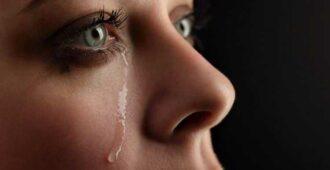 Как успокоить плачущего человека