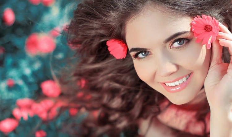 Как научиться красиво улыбаться: упражнения и приемы