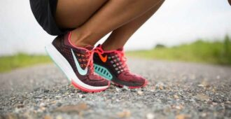 Что делать, когда натирает между ног при ходьбе: советы, как избежать этого и чем лечить