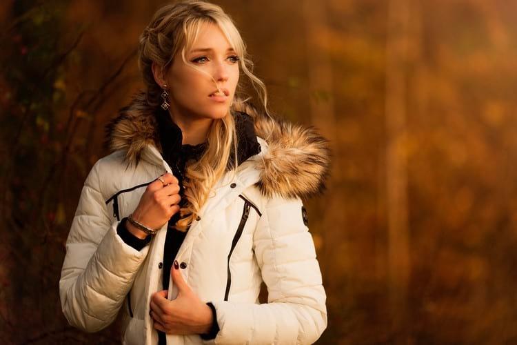 Как аккуратно и незаметно зашить куртку вручную и на швейной машинке