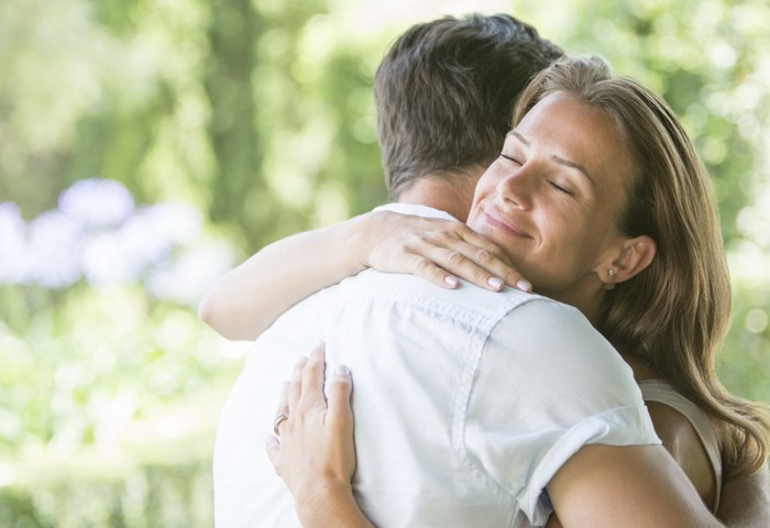 Виды и значение прикосновений, как можно выразить свои чувства